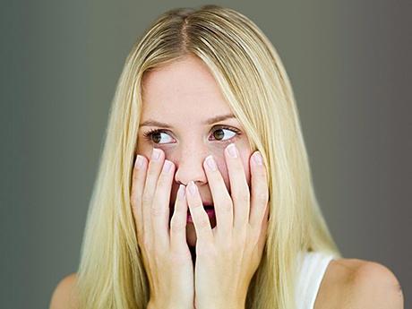 女性白带异常怎么办?宫颈癌的预警就在其中!
